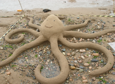 Beached Art octopus sculpture © Kay Foster